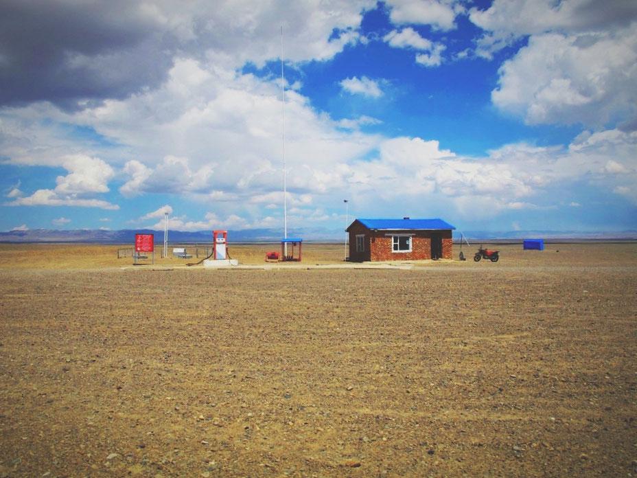 bigousteppes mongolie pistes désert gobi station essence