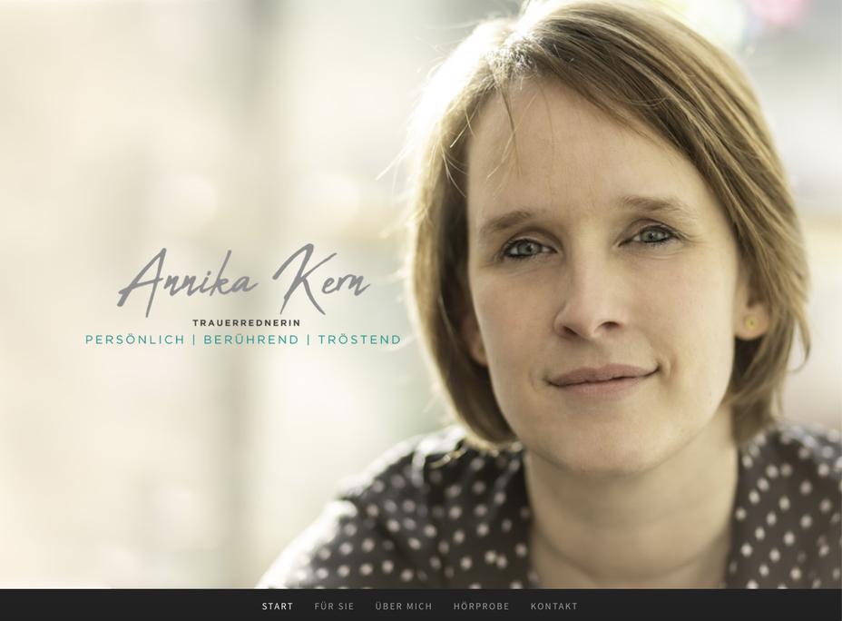 Foto von Annika Kern, die Trauerrednerin