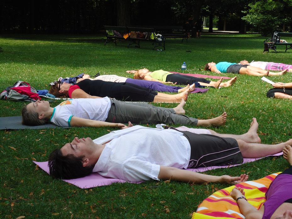 Yoga Nidra im Park