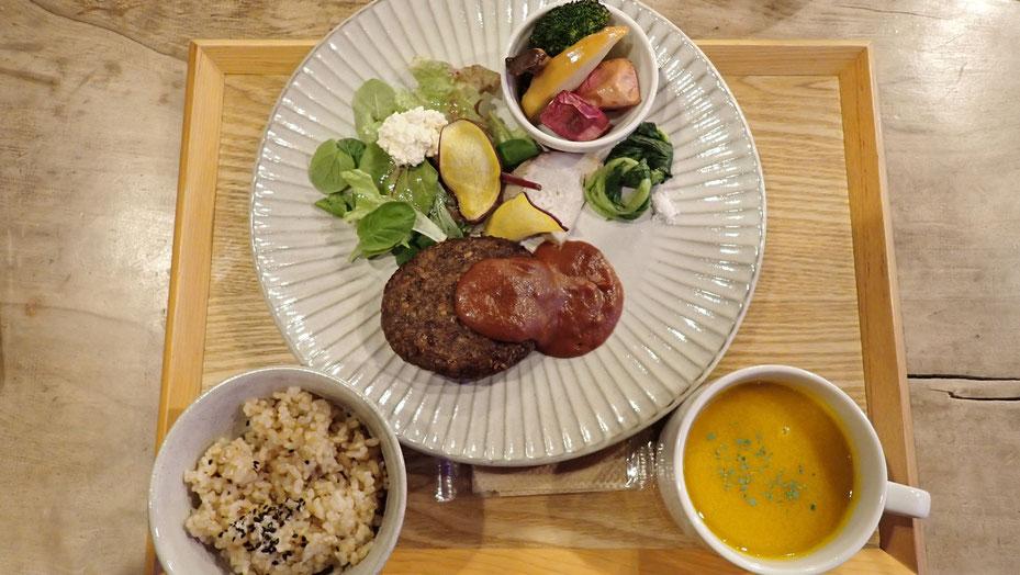国分寺カフェスローの「固定種・鳴沢菜」を使ったご飯