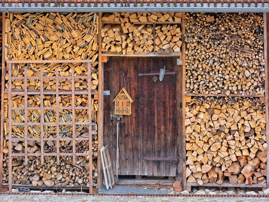 Comment stocker son bois de chauffage pour un meilleur rendement énergétique