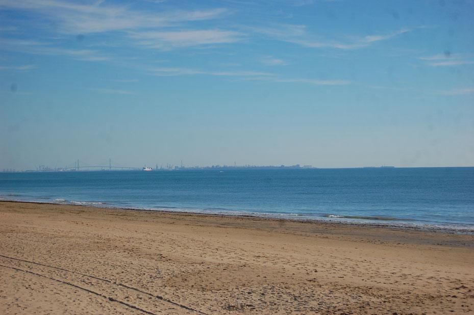 Dies ist der Strand von Rota, an dem ich Picknikte. Das Blaue da ist übrigens der Atlantische Ozean.....