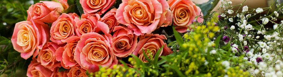 Zusammen mit Blumen ist ein Gutschein von PERLENRAUSCH-REGENSBURG ein perfektes Geschenk