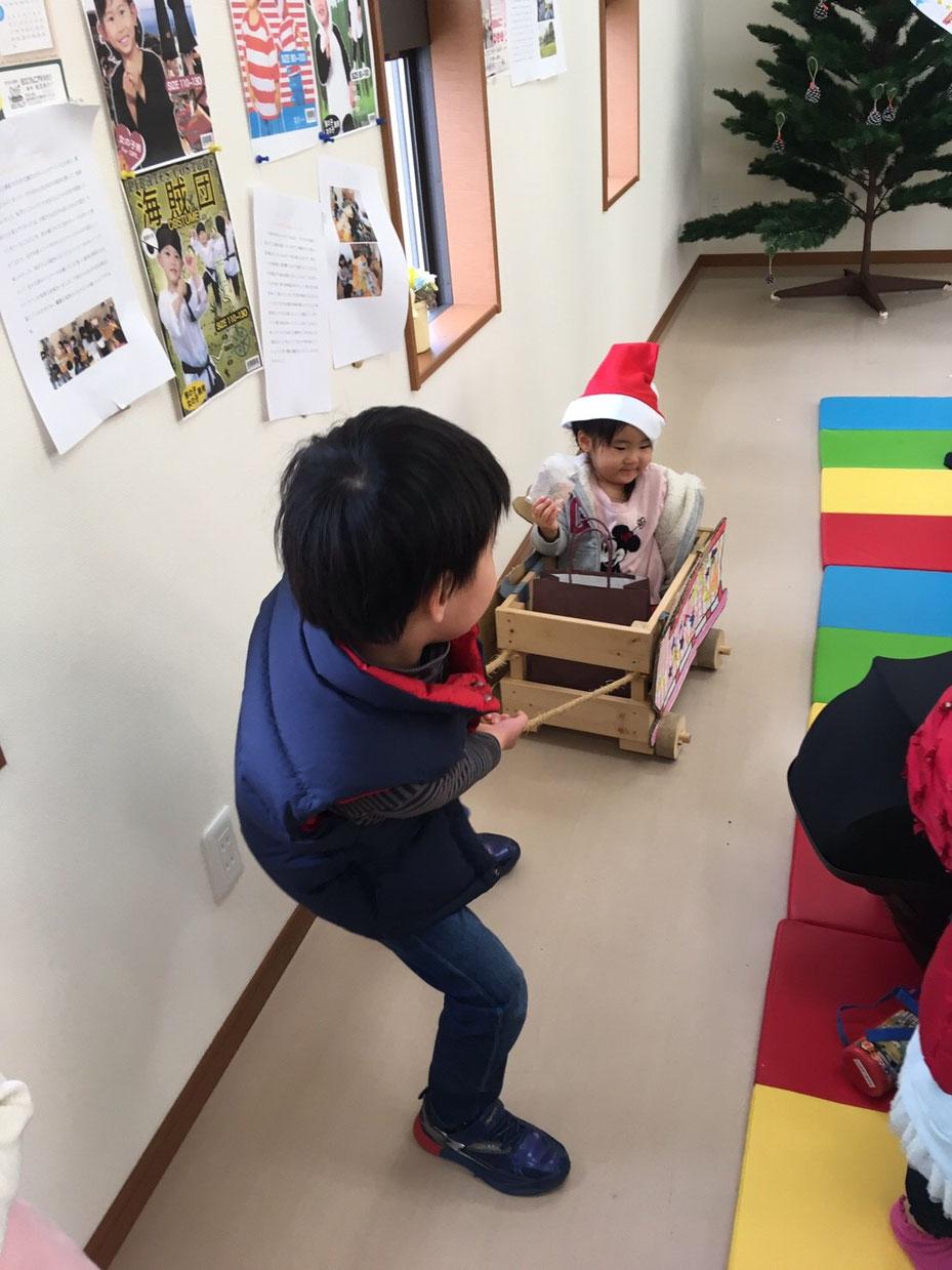 橇をひく子ども 佐賀 ほっこり本の会 クリスマス ホームページ