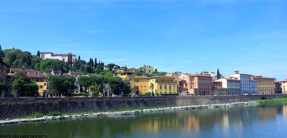 Vue de l'Oltrarno, Florence, photo non libre de droits