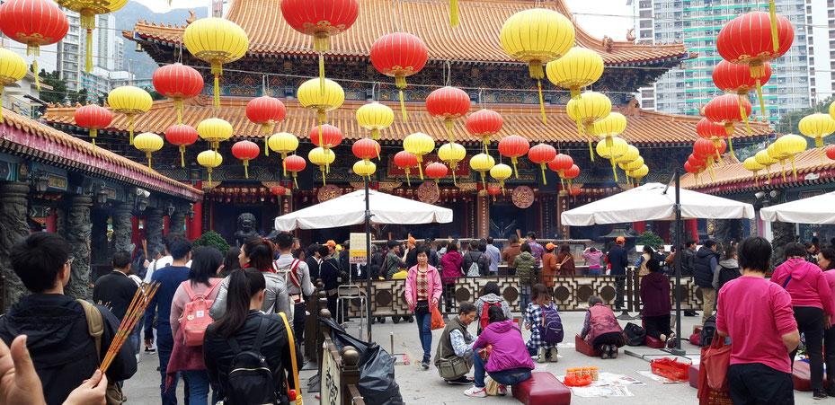 Gut besuchter Wong-Tai-Sin-Tempel am Boxing Day