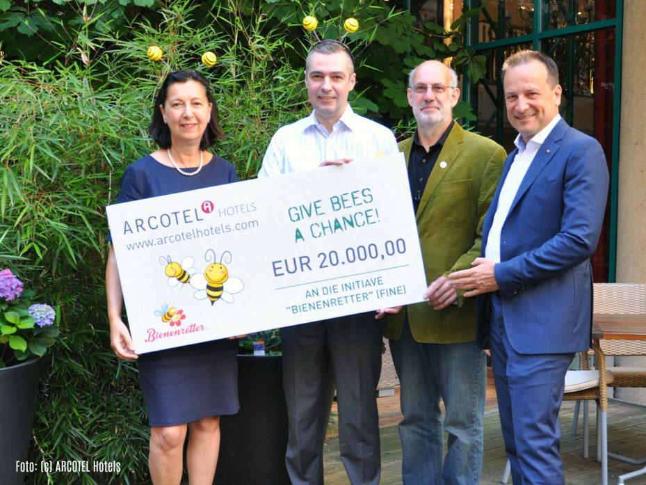 20.000 Euro Förderung von Arcotel Give Bees a Chance an Bienenretter