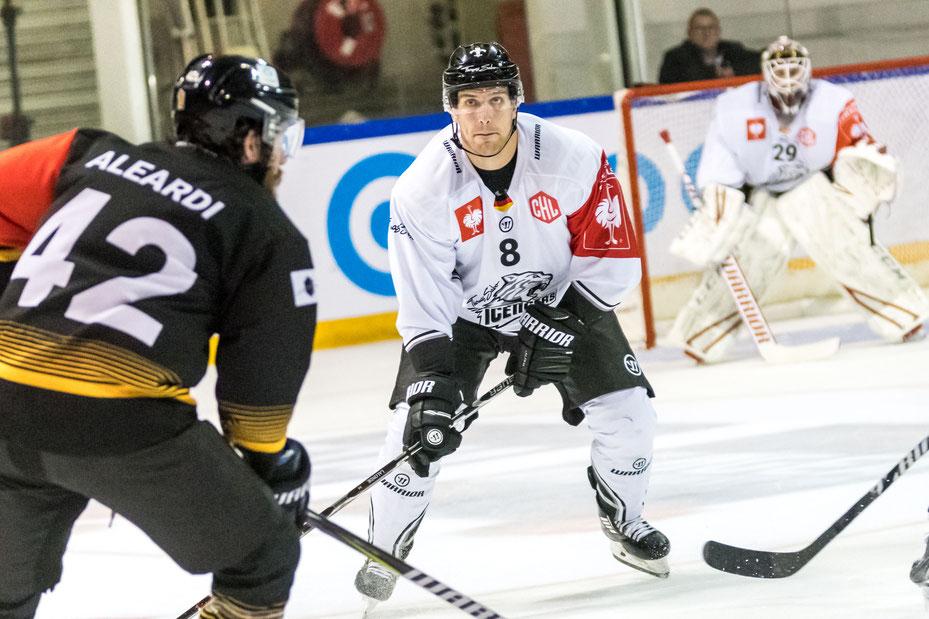 Andy Jenike ständig unter Beschuss, Rouen sehr schnell und motiviert! - Foto: Birgit Eiblmaier