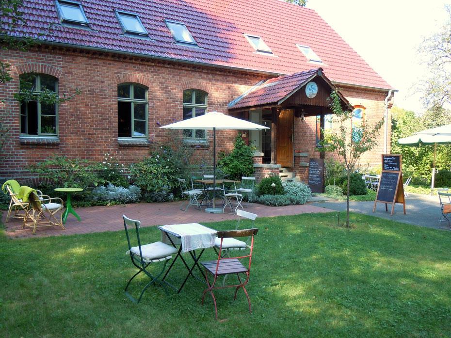 Ateliercafé in Wendisch Rietz am Scharmützelsee, Gartenlokal, Außenplätze auf der Wiese