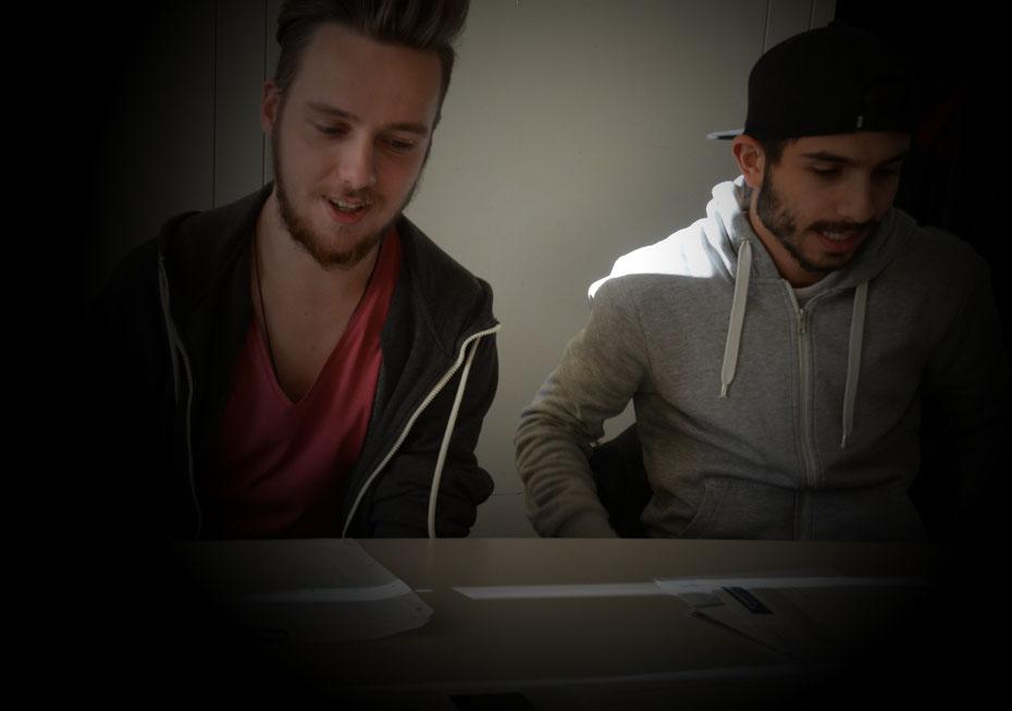Unsere Redakteure Marc (li.) und Tarek sehen die Entwicklung in den Führungsriegen der Fußball-Nordclubs kritisch.