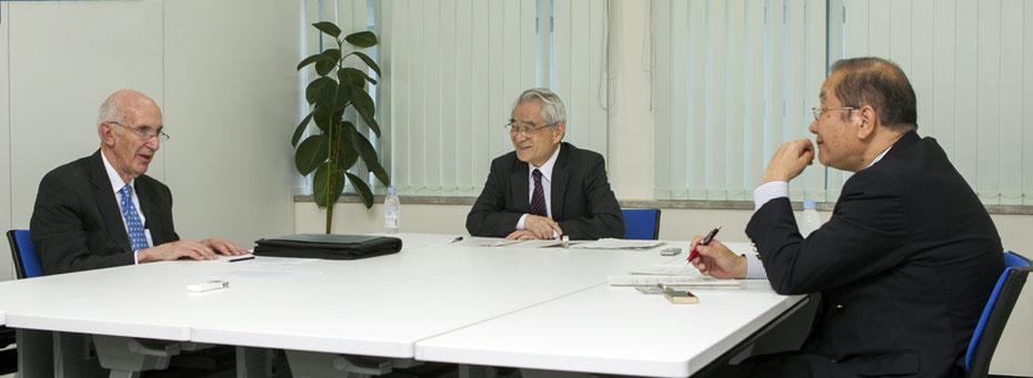 左から、ジェームス E.アワー氏、西原正氏、金田秀昭氏