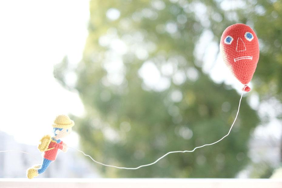 イラストレーター絵本作家のミヤタタカシとのコラボレーション。北海道の手編み作家「こまいて」のあみぐるみ。