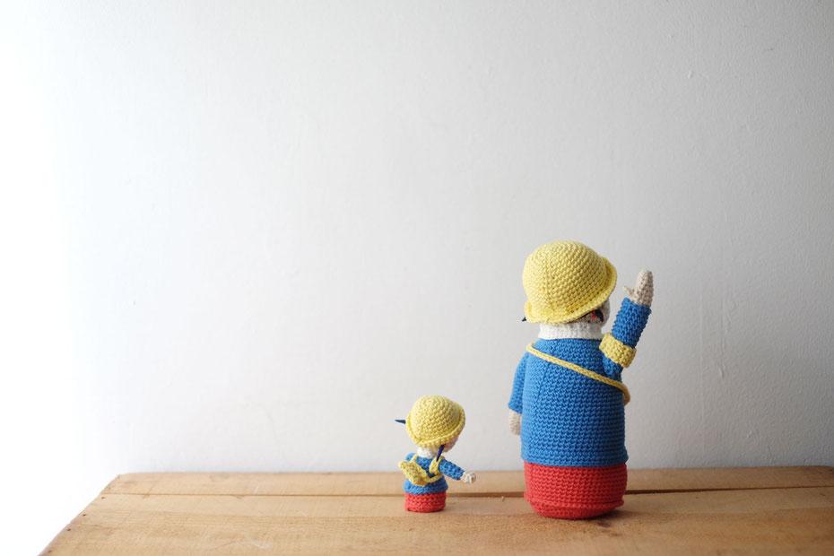 北海道の手編み作家こまいてのあみぐるみ。モデルは広島の広告看板会社である日静企画のまもりっこ