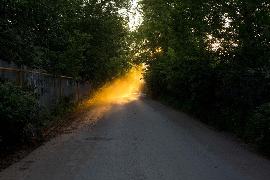 Abendsonne im staubigen Samara, Russland