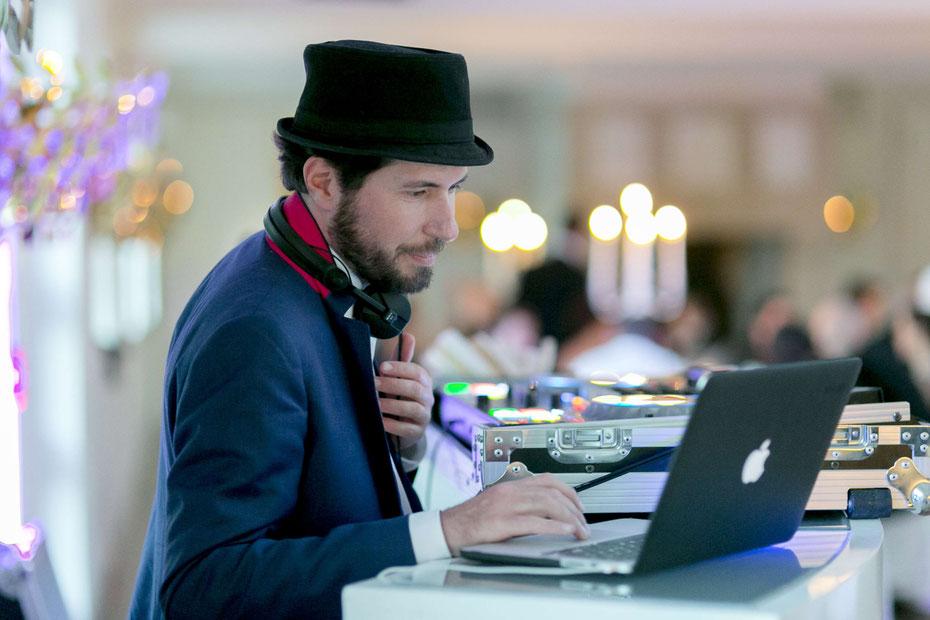 Wie finde ich einen guten Hochzeits-DJ?