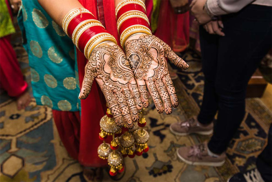Bride shows off her mehndi at a bridal henna party. Fushion British Indian wedding in Cornwall