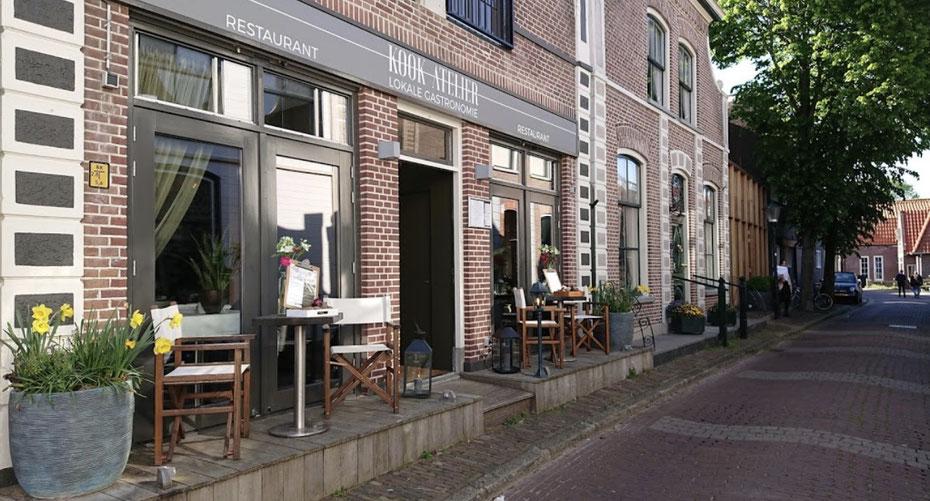 """<img src=""""image.jpg"""" alt=""""Ingang restaurant Kook-Atelier, Den Burg, Texel."""">"""