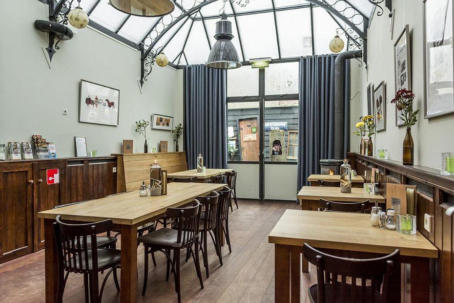"""<img src=""""image.jpg"""" alt=""""Serre van eetcafé  """"De Twaalf Balcken"""" te Den Burg op Texel"""">"""