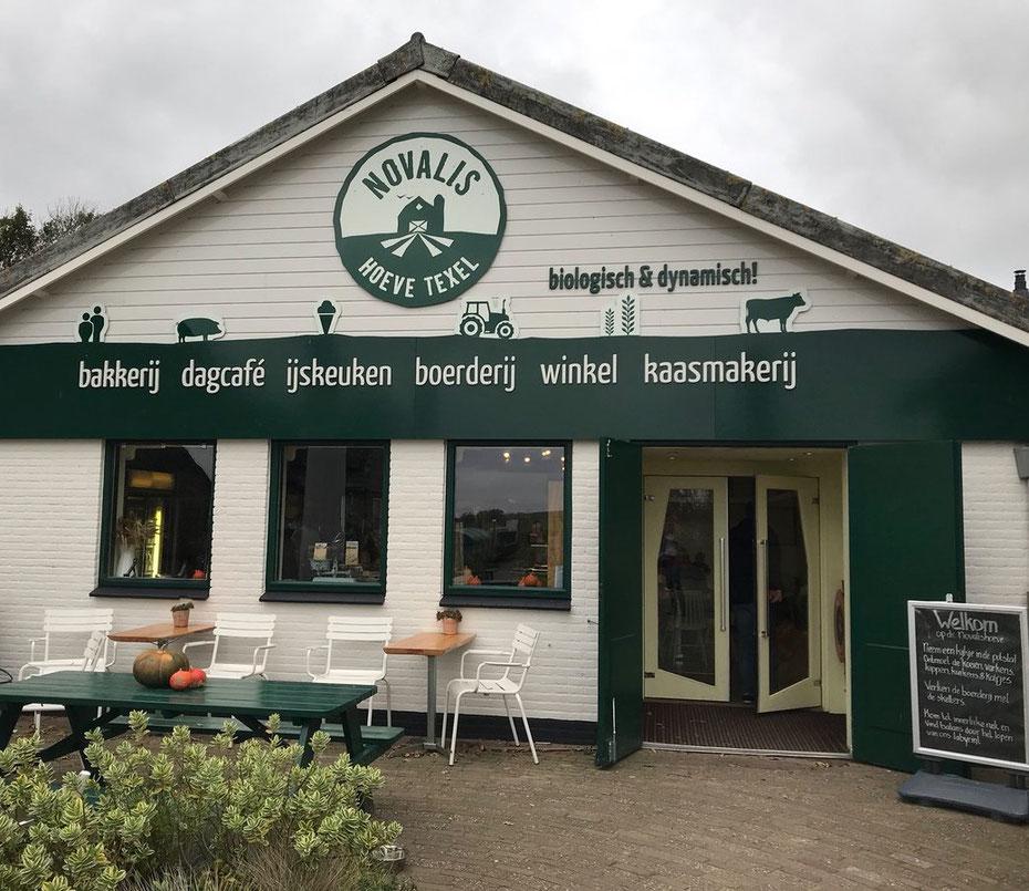 """<img src=""""image.jpg"""" alt=""""Buitenterras van de Novalishoeve bij Den Hoorn op Texel"""">"""