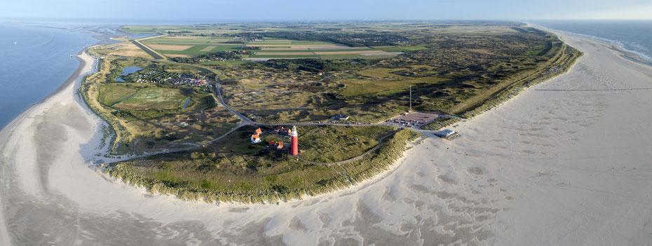"""<img src=""""image.jpg"""" alt=""""Luchtfoto Texel ten noorden van De Cocksdorp, links de Waddenzee en rechts de Noordzee."""">"""