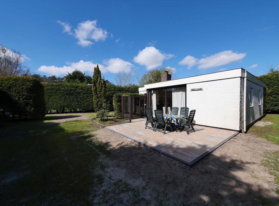 """<img src=""""image.jpg"""" alt=""""Vakantiehuis, Ferienhaus , Texel met terras en tuinmeubilair."""">"""