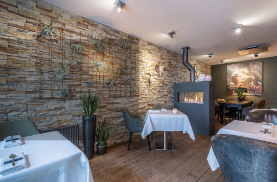 """<img src= """"image.jpg"""" alt=""""Interieur van restaurant Kook-Atelier , Den Burg, Texel."""">"""