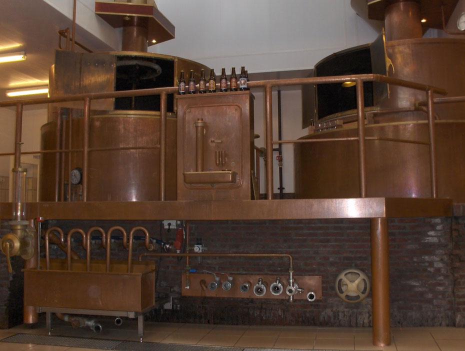 """<img src=""""image.jpg"""" alt=""""De koperen brouwketels van de Texelse bierbrouwerij in Oudeschild op Texel"""">"""