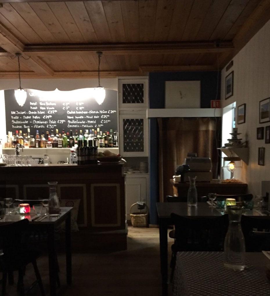 """<img src=""""image.jpg"""" alt=""""Interieur van restaurant """"Freya De Texelse Bodega"""" te Den Burg op Texel"""">"""