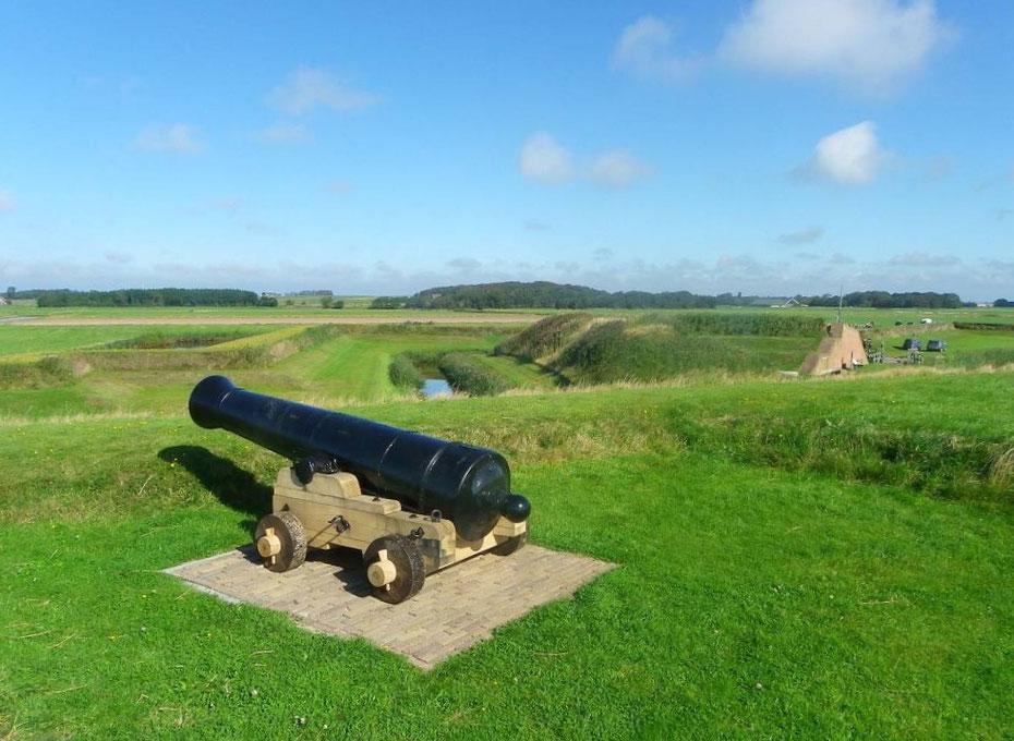 """<img src=""""image.jpg"""" alt=""""Kanon op rolpaard uit 1890 van het """"Fort de Schans"""" bij Oudeschild op Texel."""">"""