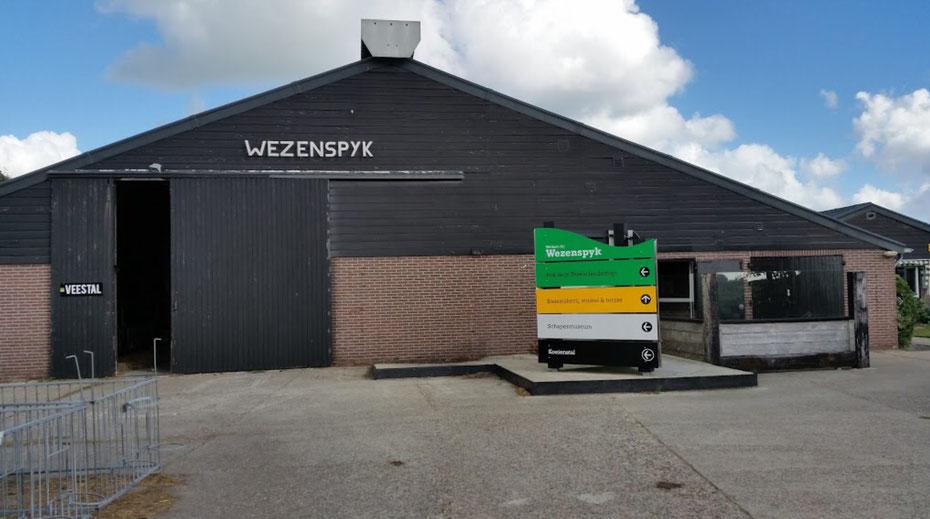 """<img src=""""image.jpg"""" alt=""""Kaasboerderij """"Wezenspyk"""" bij Den Burg op Texel"""">"""