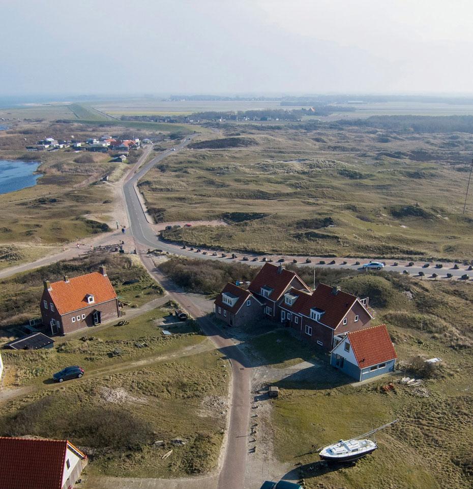 """<img src=""""image.jpg"""" alt=""""Het uitzicht vanaf de vuurtoren over De Cocksdorp op Texel"""">"""