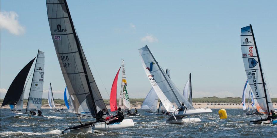 """<img src=""""image.jpg"""" alt=""""Catamarans in Ronde om Texel vanaf Paal 17 op Texel"""">"""