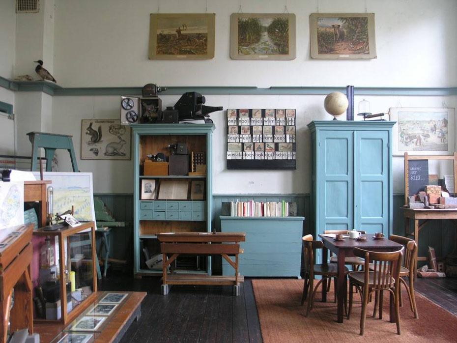 """<img src=""""image.jpg"""" alt=""""Historisch Lokaal in de Eiland Galerij op Texel"""">"""
