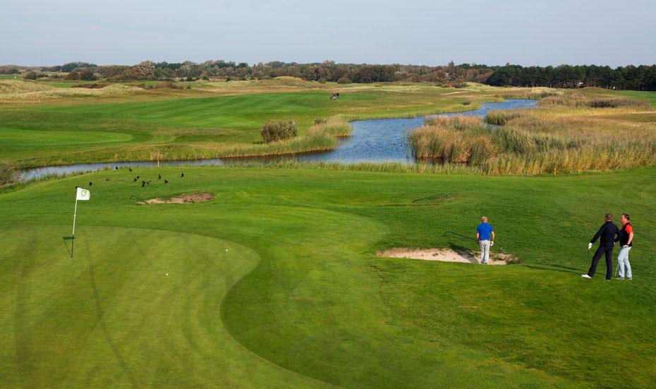 """<img src=""""image.jpg"""" alt=""""Waterpartij en fairway van golfbaan """"De Texelse""""bij De Cocksdorp op Texel"""">"""