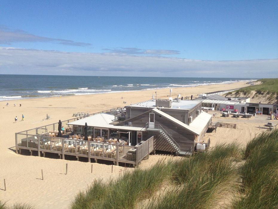 """<img src=""""image.jpg"""" alt=""""Strandpaviljoen """"Paal 17"""" met een heerlijk beschut strandterras op Texel"""">"""