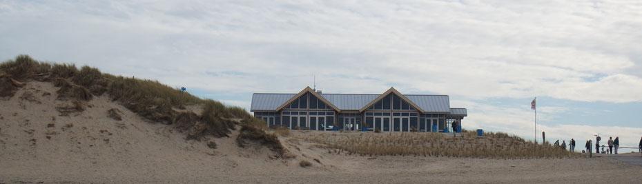"""<img src=""""image.jpg"""" alt=""""Het geheel vernieuwde strandpaviljoen Paal 9 bij Den Hoorn op Texel"""">"""