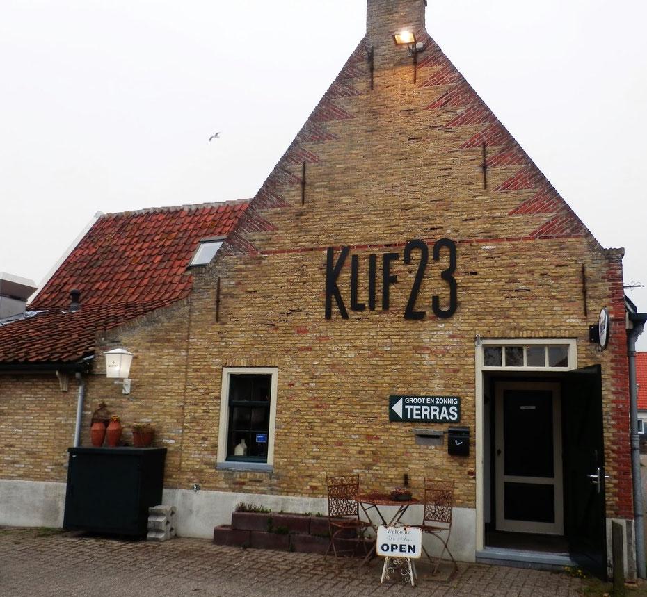 "<img src=""image.jpg"" alt=""Ingang van restaurant Klif 23 te Den Hoorn op Texel."">"