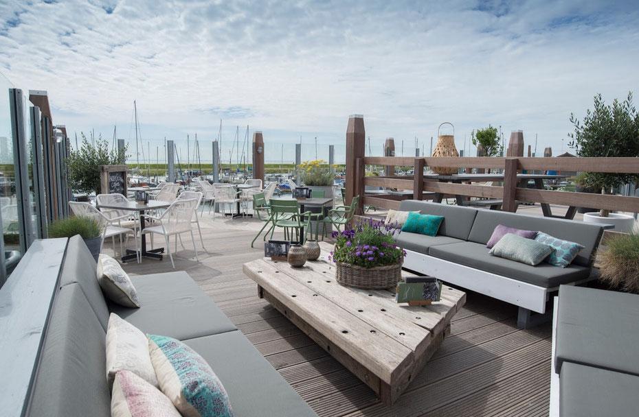 """<img src=""""image.jpg"""" alt=""""Het terras van restaurant """"De Compagnie"""" in Oudeschild op Texel"""">"""