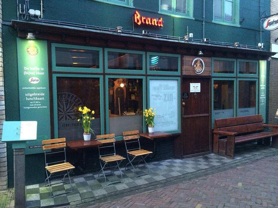"""<img src=""""image.jpg"""" alt=""""De Twaalf Balcken, gezellig eetcafé  met een uitgebreide menukaart in Den Burg Texel"""">"""