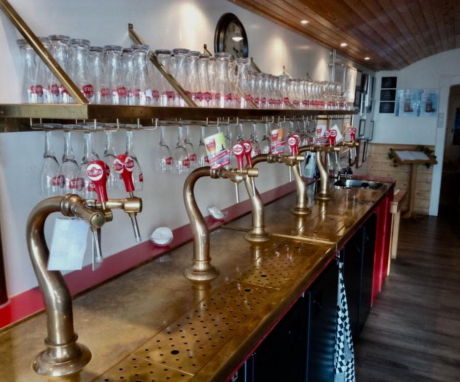 """<img src=""""image.jpg"""" alt=""""Vijf tapkranen proeflokaal van de Texelse bierbrouwerij in Oudeschild op Texel"""">"""