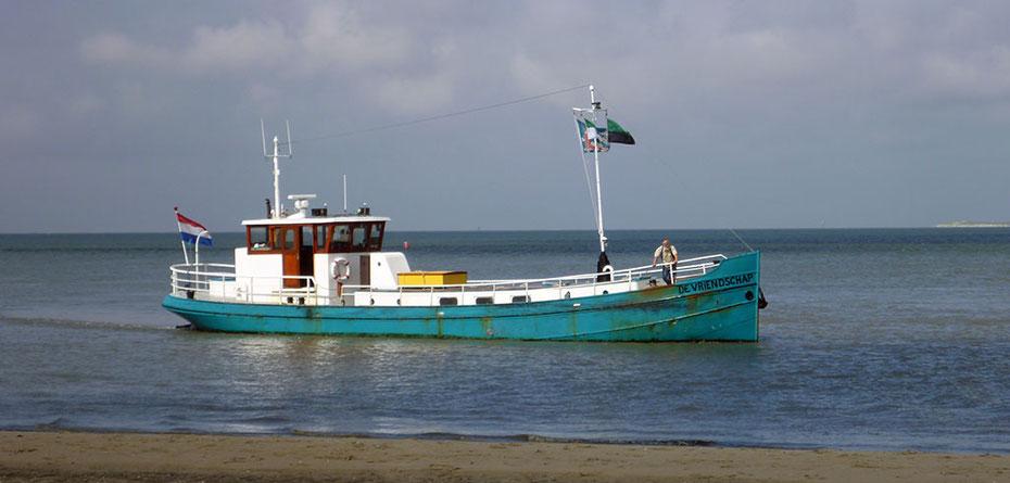 """<img src=""""image.jpg"""" alt=""""Het M.S. De Vriendschap van het Waddenveer Texel-Vlieland vv. op de Waddenzee ten noorden van De Cocksdorp op Texel"""">"""