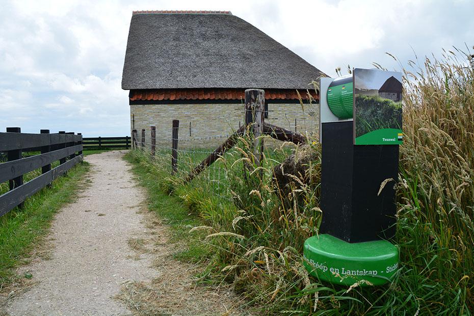"""<img src=""""image.jpg"""" alt=""""Schapenmuseum in de Schapenboet op Texel"""">"""