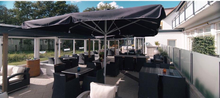 """<img src= """"image.jpg"""" alt=""""Terras van restaurant """"BOSQ"""" te Den Hoorn op Texel."""">"""