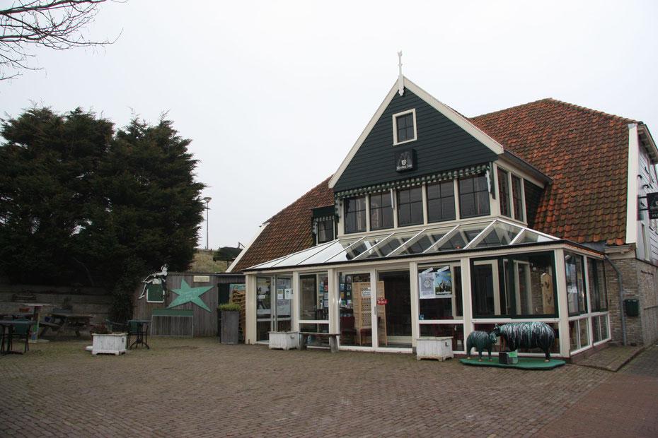 """<img src=""""image.jpg"""" alt=""""Ingang van Theater & Restaurant """"De Toegift"""",  Klif 12, in Den Hoorn op Texel."""">"""