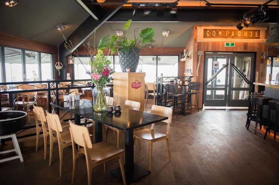 """<img src=""""image.jpg"""" alt=""""Het sfeervolle interieur van restaurant """"De Compagnie"""" in Oudeschild op Texel"""">"""