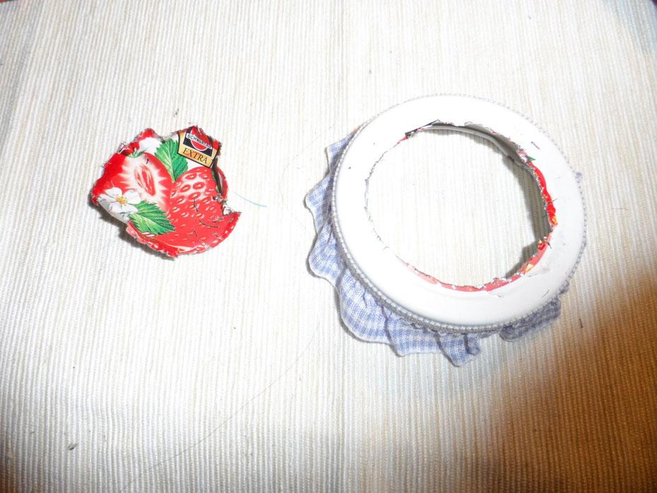 Schritt 6: Wenn ihr den Deckel ausgeschnitten habt, müsste es etwa so aussehen.