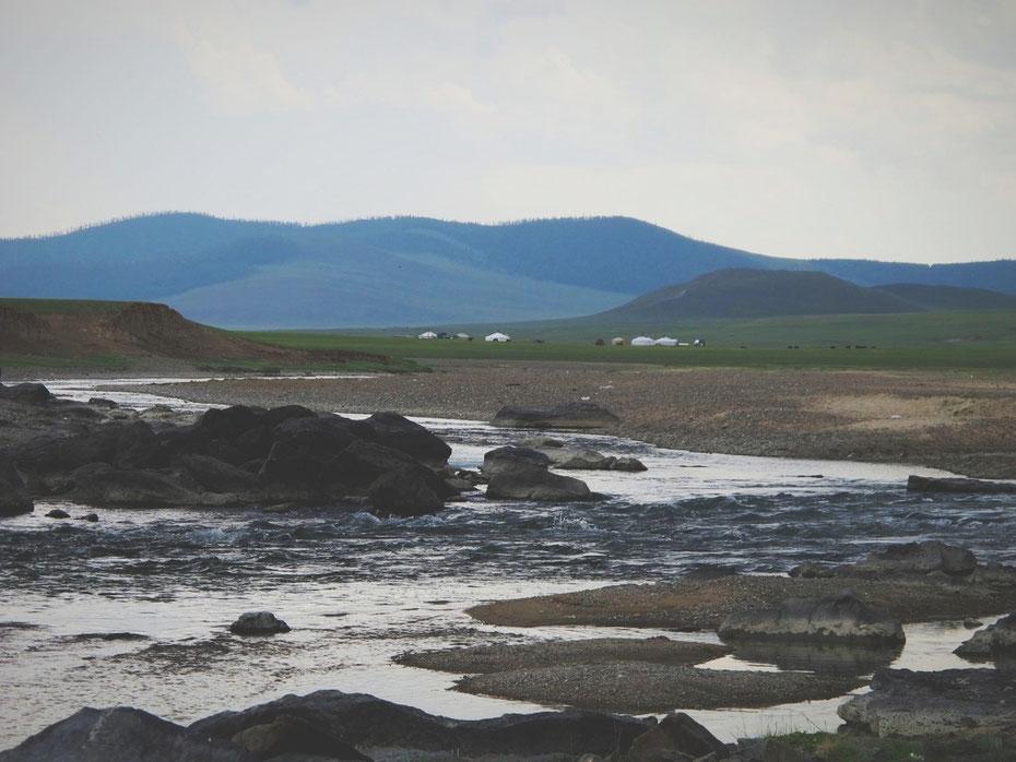 bigousteppes mongolie route yourte montagne chute rivière
