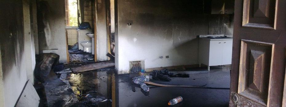 Amaseno. L'appartamento al piano terra completamente avvolto dalle fiamme (foto AmasenoBlog)