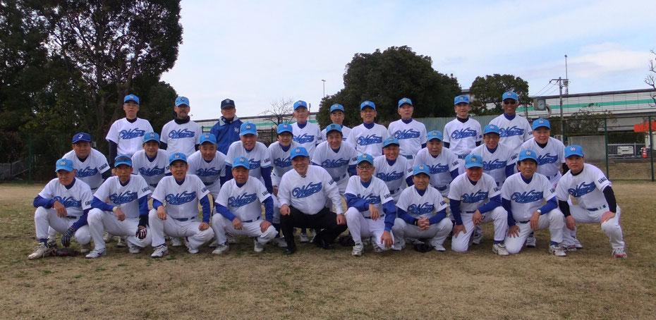 年度初めの記念写真 2013年2月10日池上新田球場にて