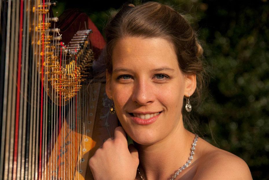 Christine Nitsche mit Harfe